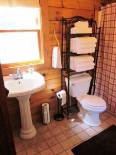 Full Bathroom, Towels Available