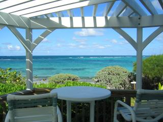 Tranquility beach front home with ocean kayaks, Green Turtle Cay