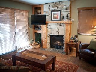 Fireplace, living room view Red Pine at the Canyons