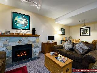 2 bedroom. 2 bathroom. Sleeps 7. Well equipped. Hot tub. Convenient., Whistler