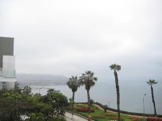 Ocean View Apartment, Lima