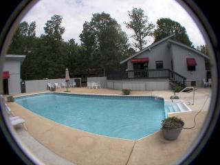 Mtn's Edge  Fireplace Private Pool tanning bed, Chattanooga