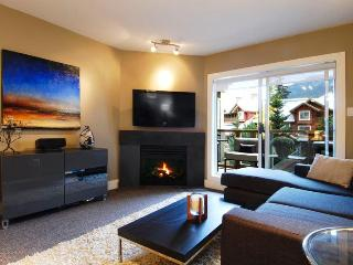 Glacier's Reach Townhome with Private Hot Tub, Whistler