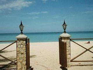 PARADISE KUYABA BEACHFRONT COTTAGES IN NEGRIL - Montego Bay vacation rentals