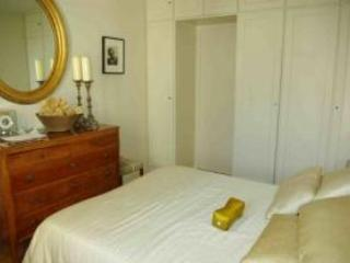 Bedroom with queen size bed - St. Germain ~ Elegant Boulevard Raspail - Paris - rentals