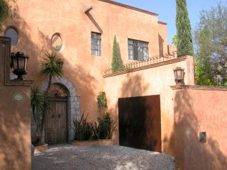 Puesta Del Sol Custom Home 3BR/3BA Panoramic Views, San Miguel de Allende