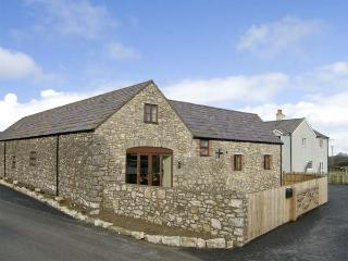 THE GRANARY, family friendly, country holiday cottage, with a garden in Pen-Y-Cefn, Ref 4507 - Flintshire vacation rentals