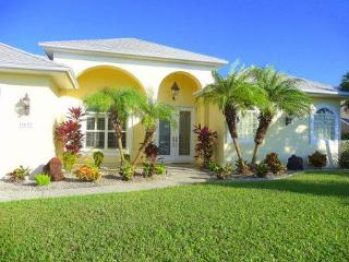 Luxurious Gulf Access Pool/Spa Home w/Games Room, Cape Coral