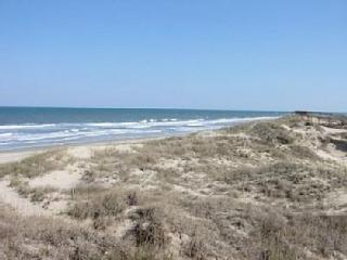 Beautiful family beach, walking distance to where the Wild Horses are located.