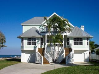 Captiva Bayfront 4 bedroom/4 bath, boat dock, pool, Captiva Island