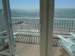 Waterfront/Beachfront Townhouse - 2 miles to Ptown, Truro