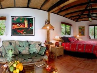 ROMANTIC HONEYMOON HIDEAWAY - CUTE JUNGLE COTTAGE!, Captain Cook