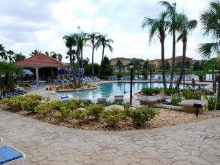 A Luxuriously Furnished  Townhome with Private Spa, Kissimmee