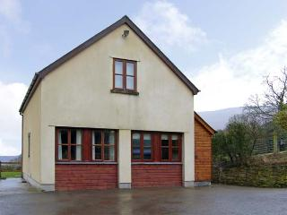 PENROSE COTTAGE, family friendly, country holiday cottage, with a garden in Govilon, Ref 5119