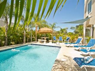 4 BED/ 3 1/2 BATH, POOL, STEP TO BEACH/DINING, Rincon