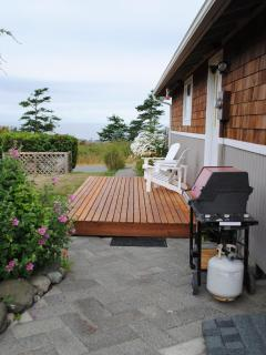 Side yard deck and gas grill
