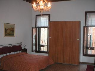 Double bedroom with canal view