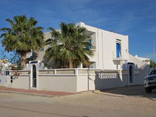 VILLA KHAWA DJERBA TUNISIE for 6pers, 2kms beaches, Djerba