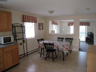 6 BR/2 Baths Riverfront Salisbury/Seabrook Line