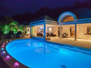 Extraordinary La Rose Des Vents offers a pool, jetted tub, fitness room and staff, Grand Cul-de-Sac