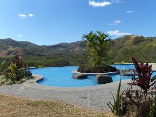 Beautiful Condo - 2 minutes from Pacific Ocean!, Playa Ocotal