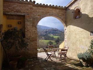 Villa & pool 1km to top medieval village-nat park - Sarnano vacation rentals
