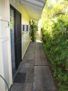 Ali'i 2/4 Bedroom Side Walkway