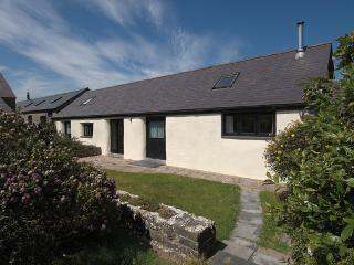 Five Star Pet Friendly Holiday Home - The Byre, Castlemartin