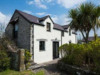 Five Star Pet Friendly Holiday Home - The Granary, Castlemartin