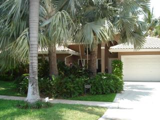 Fabulous Tropical Waterfront/Pool Vacation Home, Pompano Beach
