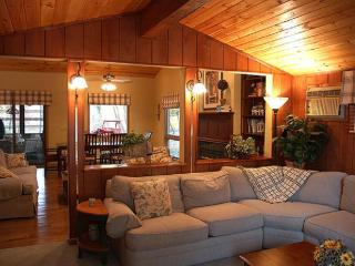 Luxury Lakefront with Hot Tub, Boat & Game Room, Pocono Mountains Region