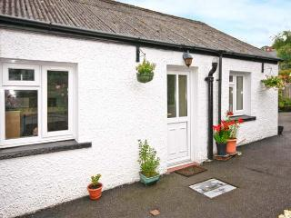 BRO AERON COTTAGE, country holiday cottage, with a garden in Llangeitho, Ref 4525, Tregaron