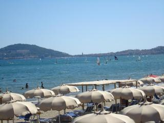 Formia - beach front! Holiday house 7-11 sleeps