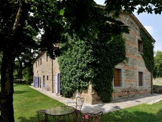 Large Farmhouse with Grounds and Pool in the Arezzo Area - Casa Felice - Capolona vacation rentals