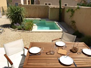 Provence House with Pool for Family Near St-Remy - Maison Ines, Saint-Remy-de-Provence