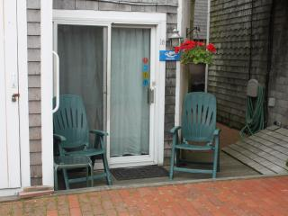 1st floor studio  #18 steps from the waterfront, Provincetown