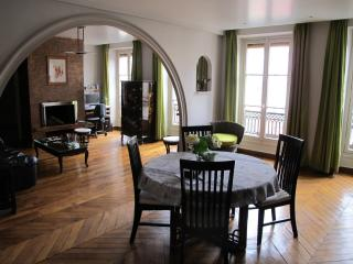 Cosy Big Paris Apart Montmartre(Sacré Coeur) - Paris vacation rentals