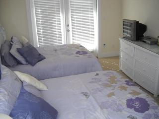 Large Bedroom on Main Floor with 2 Double Beds!