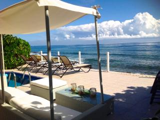Luxurious Top Rated 4/4 OCEANFRONT Villa with Chef, Puerto Aventuras