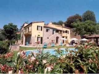 Charming 2 bedroom restored apartment near Cortona, Camucia