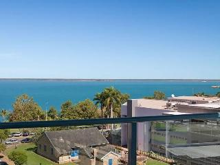Darwin City Ocean Views -2 bdr 2 bath +Pool +Views