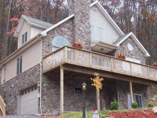 EAGLE ROCK RESORT-STONE CHALET-free ski,golf, tennis, Hazleton