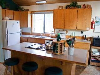 Cozy Sunriver Home with Bikes and Hot Tub Near Restaurants