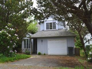 GABLES~Charming house in town  NOW has WIFI!!, Manzanita