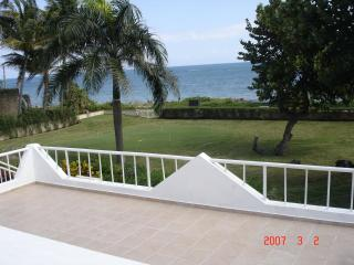 OCEANFRONT FAMILY HOME -NEWLY RENOVATED, Puerto Plata