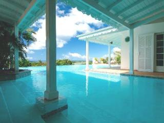LA JOSEPHINE... Great 7 BR Family Villa... Huge Pool with Gazebo & Outdoor Entertainment Area!, Terres Basses