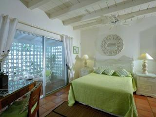 TURQUOISE... lovely, comfortable villa with spectacular views!, Terres Basses