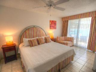 ROYAL PALM BEACH #101 ...affordable 3 BR beachfront resort!  Close to restaurants & shopping!, Simpson Bay