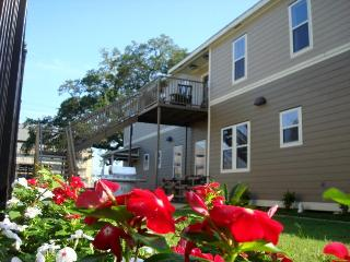 pet friendly 3 bedroom condo,downtown lafayette sleeps 6 or 8 - Louisiana vacation rentals