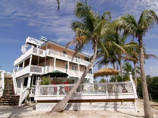 Rum Cove - Brand New - Pool, Slips, 2 Golf Carts, Captiva Island
